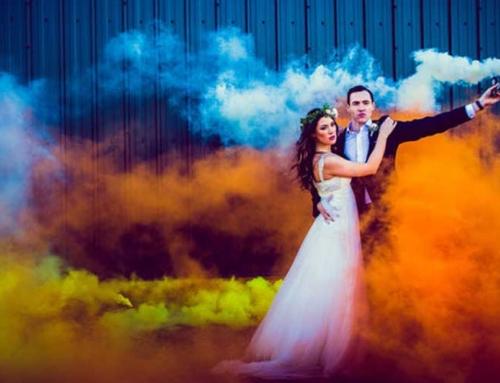 Smoke Bomb -The hottest wedding photo trend