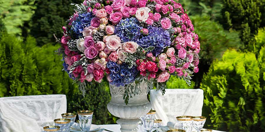 Choosing your wedding florist marbella wedding guide wedding flowers marbella junglespirit Images